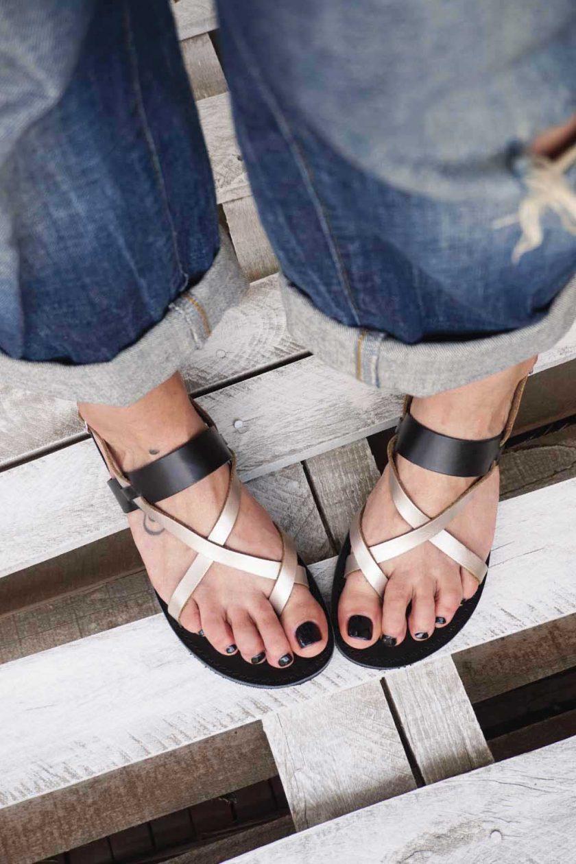 Griechische Sandalen FUNKY PEOPLE, metallic taupe
